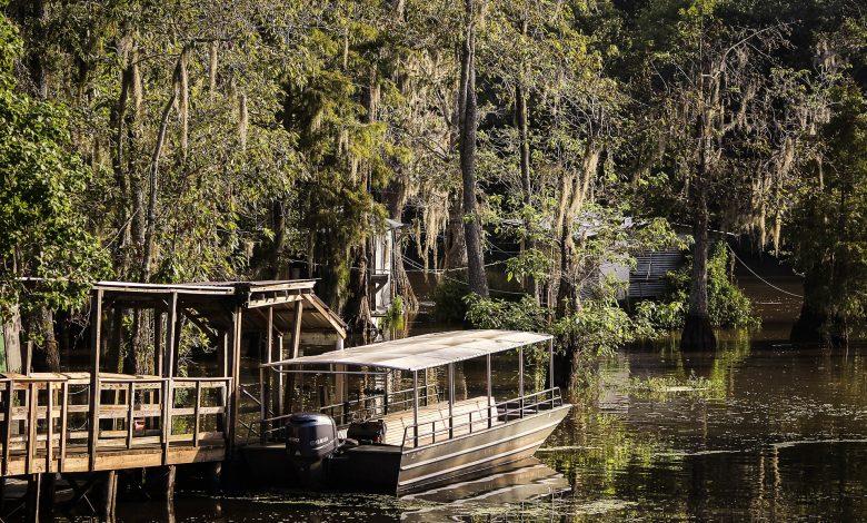 Лодка в реката